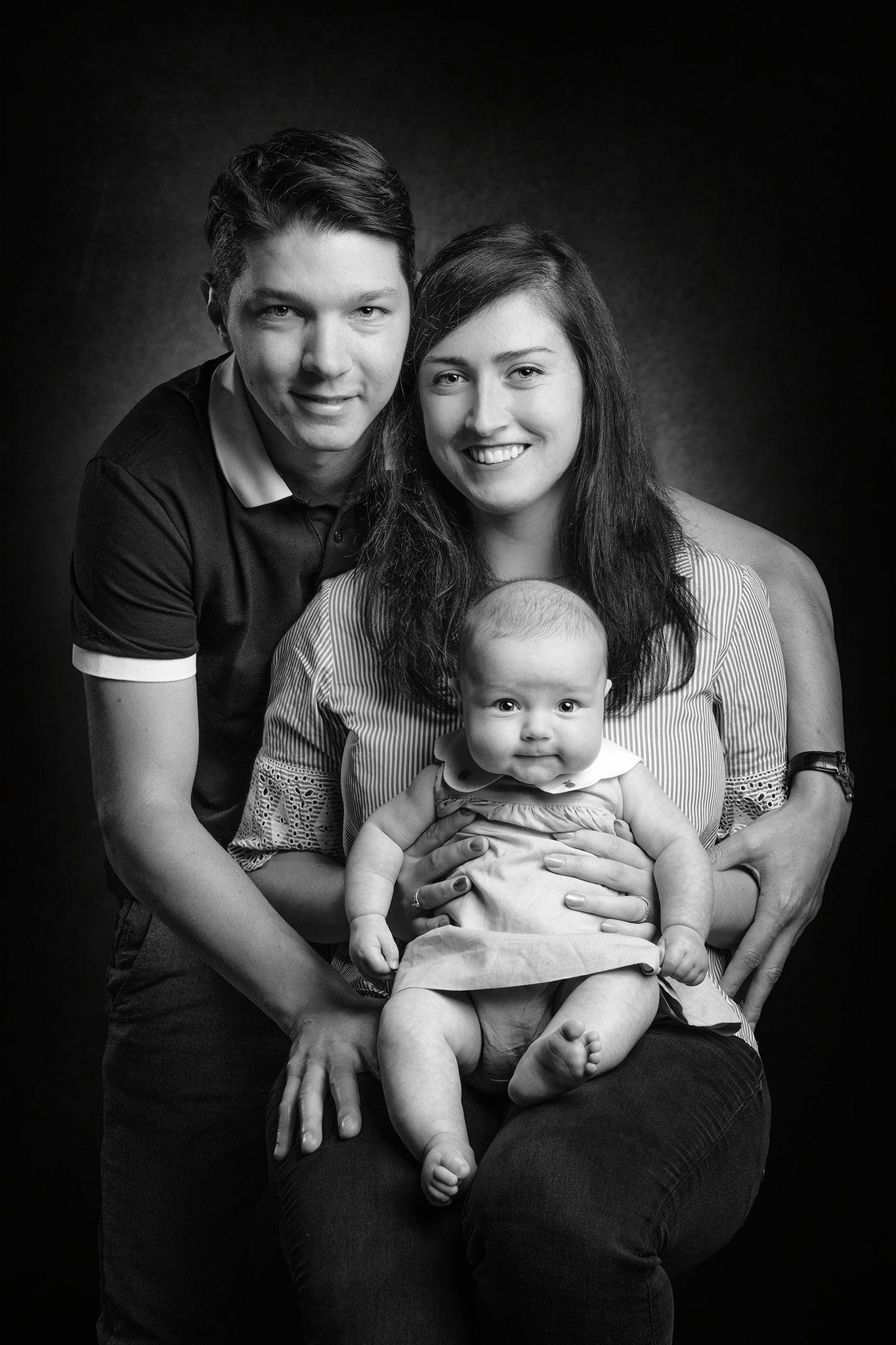 portrait de famille noir et blanc